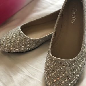 Shoes - NEW ‼️Silver Glittered flats